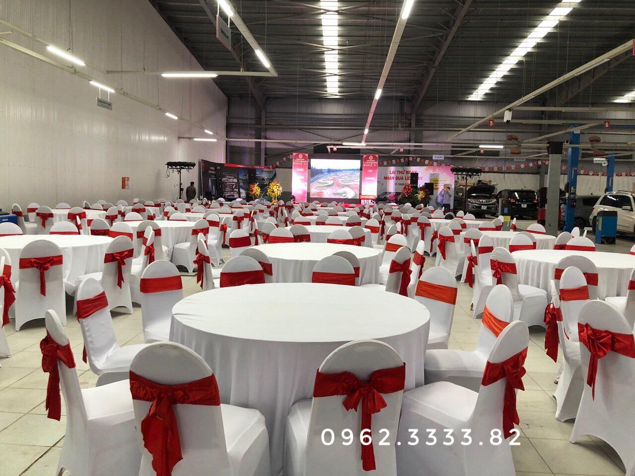 Cho thuê bàn tròn 10 ghế benquyt trắng đỏ