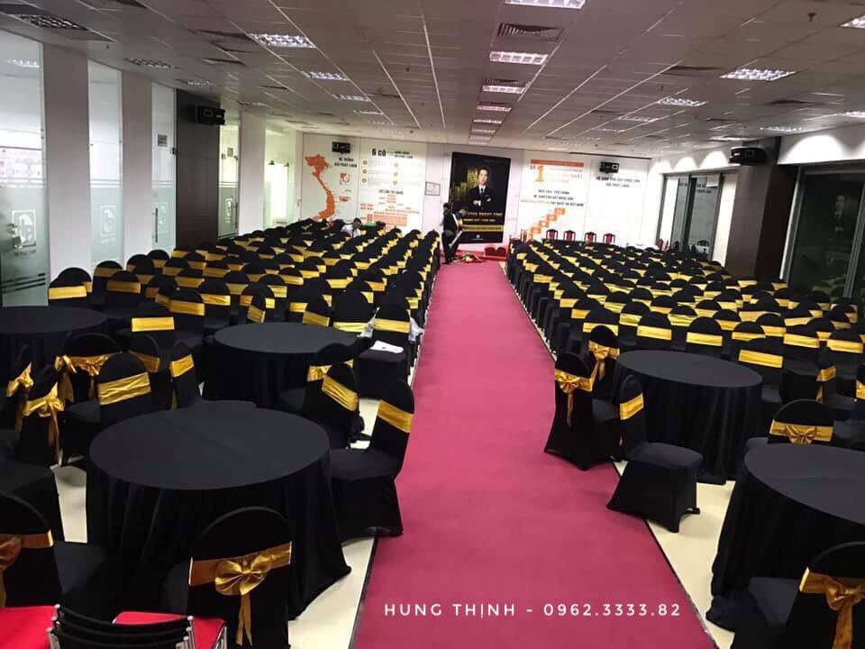 Cho thuê bàn tròn 10 ghế benquyt đen nơ Vàng